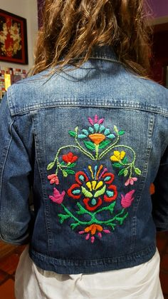 Embroidery On Clothes, Shirt Embroidery, Embroidery Stitches, Embroidered Denim Shirt, Embroidered Clothes, Handmade Clothes, Diy Clothes, Gilet Jeans, Denim And Diamonds