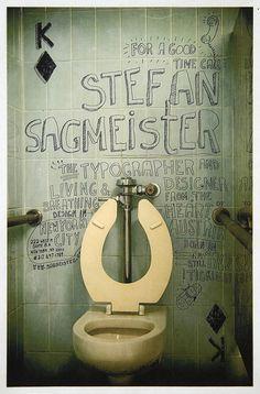 Homenaje a Stefan Sagmeister por Matt Lawson. Marcadores sobre baldosas de un baño público