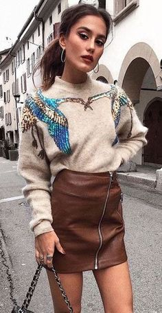 how to wear a printer sweater : bag and leather skirt