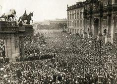 Berlin, Eine dicht gedrängte Versammlung im August 1921 nach der Ermordung des Herrn Erzberger.