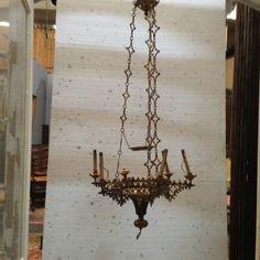 lustre gothique en bronze ajourée chainette bronze travaillée . XX siècle .