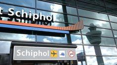 All' aeroporto di  Amsterdam Schiphol, i viaggiatori d'affari troveranno una compagnia di taxi interamente dedicata a loro.    Gli uomini d'affari che hanno bisogno di un trasferimento all'arrivo possono prenotare un veicolo (fino a 4 ore prima) sul sito web dell'aeroporto. Si può scegliere tra due tipi di veicoli: elettrici o a motore.