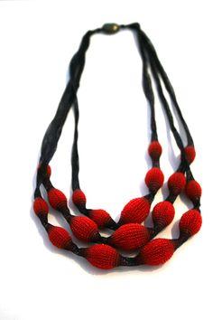 Red silicone & silk thread necklace by Tzuri Gueta. Gallery Lulo.