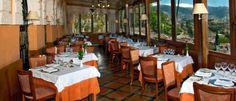 El establecimiento granadino, con más de un siglo de historia, propone una oferta culinaria a cargo del chef Paco Rivas.