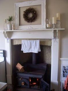 Simple mantel arrangement