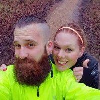 Paul – Wat een sportiviteit toch, afgelopen vrijdag liep ik de Lightrun van de Kustmarathon en vandaag zat ik bijna 30 kilometer op de racefiets. Wat een feest! Maar wel een nat feest! De herfst is er nu toch echt en dus was ik bij beide sportieve buien ook de dupe van andere buien… en …