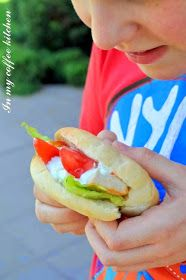 In my coffee kitchen: Domowe chlebki pita Hot Dog Buns, Hot Dogs, Bread, Coffee, Ethnic Recipes, Kitchen, Food, Kaffee, Cooking