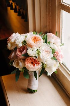 Example 5 HEPATICA wedding florals (bouquet in cream, pink and peach w/ David Austin roses, ranunculus & seeded eucalyptus) – photo: The Brand Studio Ranunculus Bouquet, Peach Bouquet, Hand Bouquet, Bouquet Flowers, David Austin Roses Bouquet, Floral Wedding, Wedding Bouquets, David Austin Rosen, Floral Design Classes