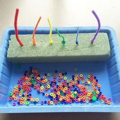 Fine motor rainbow - so easy , floral foam, pipe cleaners, and beads. Kids love putting the beads on AND taking them off. #preschool