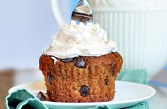 *Single-Serving Pumpkin Chocolate Chip Cupcake* This girl is genius. There are many single-serve dessert type ideas. Handy for a me :)
