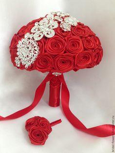 Брошь букет невесты. Красные розы в интернет-магазине на Ярмарке Мастеров. Bridal Brooch Bouquet, Hand Bouquet, Brooch Bouquets, Bride Bouquets, Flower Brooch, Crepe Paper Flowers Tutorial, Kanzashi, Wedding Flowers, Boquet Wedding