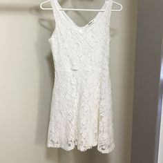 White Lace Dress Love this dress, wore it for graduation. Slight tear in the front but you can't see it when wearing it. Compliments body shape very well Ginger G Dresses