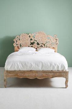 50+ Antique Unique Bedroom Decorating Ideas http://homecantuk.com/50-antique-unique-bedroom-decorating-ideas/