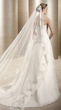 OBOE / Bridal Gowns / 2012 Collection / Avenue Diagonal (back)