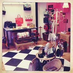 1er mars, ouverture de la boutique. Première mise en scène de nos produits  http://www.miniseri.com/