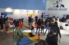 Las familias continúan disfrutando de las actividades de Desarrollo Social enTecnópolis Participan de talleres de expresión artística, de armado de títeres, circo y teatro, entre otras iniciativas organizadas por la Secretaría Nacional de Niñez Adolescencia y Familia.