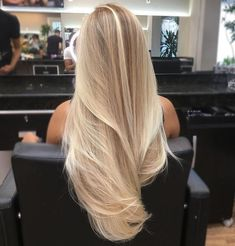 21 Beliebte Haarfarben und Frisuren für hair Related posts: Unique hairstyles for shoulder-length hair Trend to silver hair: 51 cool gray hair colors and tips for it Nice hairstyles for short hair over 50 20 Perfect short hairstyles for straight hair Blonde Hair Looks, Blonde Hair With Highlights, Brown Blonde Hair, Long Blond Hair, Blond Hair Colors, Healthy Blonde Hair, Blonde Brunette, Blonde For Fall, Hair Color Blondes