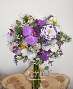 Ramo de novia de Orquídeas y otras flores, toque silvestre