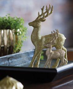 DIY: add some glittered deco items to dress up your coffee table.   Faites-le vous-même : placez quelques pièces scintillantes sur votre table basse... et le tour est joué!
