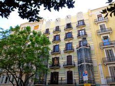 WANDERLUST: Barcelona: podziwiając architekturę dzielnicy Gràcia Barcelona, Wanderlust, Building, Serif, Buildings, Barcelona Spain, Construction