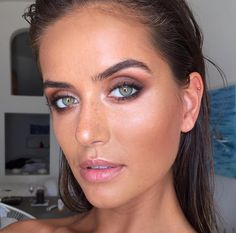 Everything about this is amazing! Bronzed makeup look