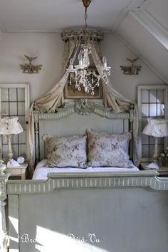 coronet. bed.