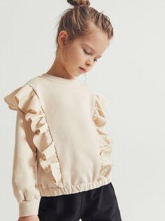 Long sleeve sweatshirt with a round neckline. Zara Kids, Fashion Kids, Little Girl Dresses, Kind Mode, Kids Wear, Baby Dress, Kids Girls, Rebecca Minkoff, Kids Outfits