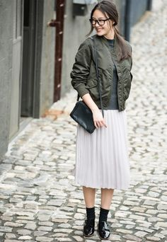 UNIQLO | Styling Book Simple Outfits, Fall Outfits, Cute Outfits, Autumn Fashion Casual, Winter Fashion, Pleated Skirt Outfit, Midi Skirt, Skirt Fashion, Fashion Outfits