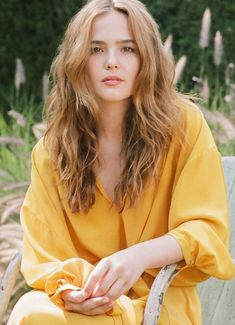 Mar 2020 - Actress Zoey Deutch talks about her career, her family, and taking every opportunity to learn. See what she has to say to Who What Wear. Isabelle Huppert, Girl Celebrities, Beautiful Celebrities, Dove Cameron, Pretty People, Beautiful People, Haley Lu Richardson, Look Star, Zoey Deutch