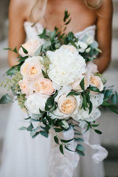 Peach & White Wedding Bouquet | Chris Barber Photography #weddingcandlesdesign