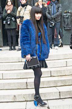 http://www.elle.com/cm/elle/images/e7/elle-060-fashion-week-paris-day-one-xln.jpg