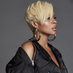 Mary J. Blige Launches Jewelry Line. brown black queens girl with blonde hair Short Sassy Hair, Girl Short Hair, Short Hair Cuts, Short Hair Styles, Pixie Cuts, Short Girls, Ethnic Hairstyles, Black Girls Hairstyles, Wig Hairstyles