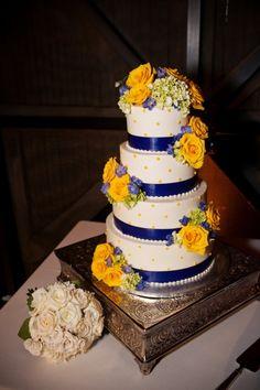 Kristen Rob S Winter Park Farmers Market Wedding Blue Cakeswedding Yellowwedding Cupcakesblue