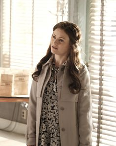 """Once Upon A Time """"A Bitter Draught"""" S6EP2 Belle Outfit, Rumple And Belle, Belle French, French Style, Emilie De Ravin, Robert Carlyle, Season 7, Ouat, Once Upon A Time"""