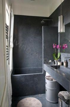 Une couleur noir dans cette salle de bain