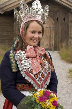 Folk Costume, Costumes, Mittens, Norway, Harajuku, Folk Clothing, Crown, Embroidery, Style