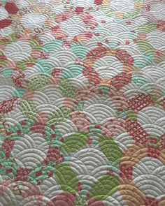 Finished up @danaquilts #cheerioquilt yesterday. I'm so in love with this quilt in #hellodarlingfabric and love this quilting design called Baptist Clams. It's a cross between the baptist fan and the clam shell. Might be my new favorite!  I had a hard time finding the quilt pattern. My good Quilty friends helped me search and found it on the site  http://itsaquiltthing.com thanks ladies for all your help!  #thimbleblossoms #bonnieandcamille #modalove @quilthollow @kwilter100…