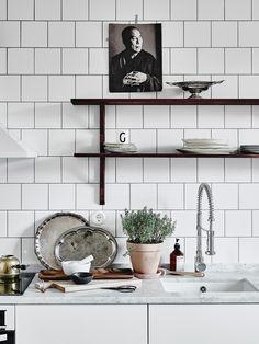 Spotted! #LABruket No.76 soap in this chic #Scandi home   Get yours http://goo.gl/JRV178   Bostadsrätt, Sylvester Gatan 7 in Gothenburg - Entrance Fastighetsmäkleri