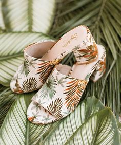 Tropical Style, Beach Day, Heeled Mules, Coconuts, Heels, Cottage, Fashion, Heel, Moda