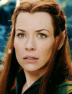 (gif) - Tauriel under the snowflakes.