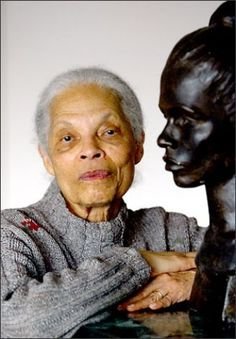 Women in Art - Gwendolyn Knight, painter: Social Realism - Harlem Renaissance (she was the wife of Jacob Lawrence, artsit as well) African American Artist, African American History, American Artists, Women In History, Black History, Art History, Augusta Savage, Harlem Renaissance, Expresso