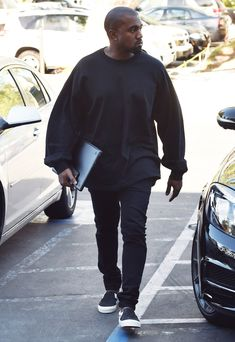 The Kanye West Look Book - Arriving at a recording studio in Los Angeles. Kanye West Outfits, Kanye West Style, Yeezy Fashion, Mens Fashion, Kanye West Songs, Fashion Lookbook, Sweater Outfits, Fall Outfits, Streetwear Fashion