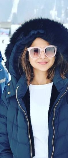 Maya Beyhadh, Pic Shot, Cute Preppy Outfits, Jennifer Winget Beyhadh, Western Look, Jennifer Love, Western Dresses, Indian Celebrities, Stylish Girl