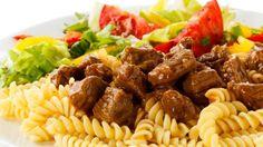 Eine wahre Geschmacksexplosion: Jede einzelne Zutat kommt maximal zur Geltung und umschmeichelt das leckere Rindergulasch.
