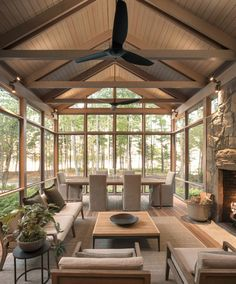 30 Fabulous Screened-In Porch Ideas Boasting Woodsy Views. 30 Fabulous Screened-In Porch Ideas Boasting Woodsy Views. Looking to enjoy the outdoors minus the bugs and protection from the elements, why not consider the addition of a cozy screened-in porch. Screened Porch Designs, Screened In Porch, Back Porch Designs, Enclosed Porches, Side Porch, Front Porch, Four Seasons Room, Outdoor Rooms, Outdoor Decor