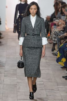 Michael Kors Collection Fall 2015 Ready-to-Wear Collection Photos - Vogue Fashion Week, Cute Fashion, Fashion Show, Fashion Looks, Womens Fashion, Fashion Design, Michael Kors Fall, Looks Street Style, New York