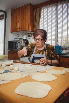 Μια αρχαία και αξεπέραστη συνταγή. Gf Recipes, Greek Recipes, Recipies, Greek Beauty, Bakery, Food And Drink, Cooking, Blog, Breads