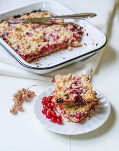 Red Currant Crumb Bars {Katie at the Kitchen Door} Fruit Recipes, Sweet Recipes, Baking Recipes, Dessert Recipes, Recipies, Yummy Treats, Delicious Desserts, Yummy Food, Healthy Desserts