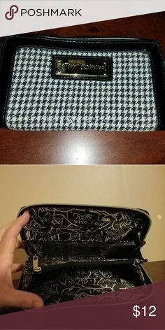 Betsey Johnson Houndstooth Wallet Like new condition Betsey Johnson Bags Wallets