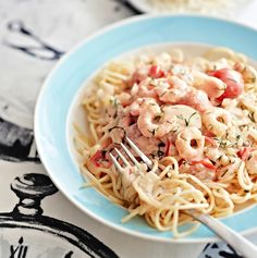 Helppo rapupasta on valmis 20 minuutissa. Sauce Recipes, Cooking Recipes, Tasty, Yummy Food, People Eating, Pasta Dishes, Food Inspiration, Macaroni And Cheese, Risotto